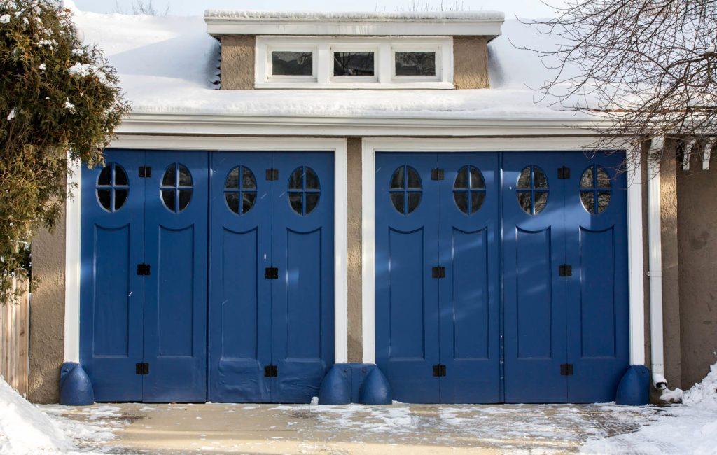 residential garage doors manufacturers